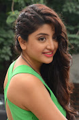Poonam Kaur latest sizzling photos-thumbnail-7