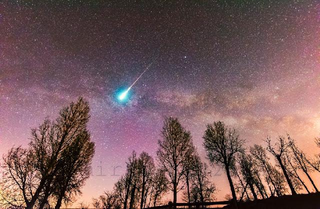 Meteoro registrado por Harlan Thomas, na amdrugada de 22 de abril, em Alberta, Canadá