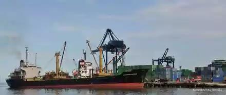 kapal pelabuhan