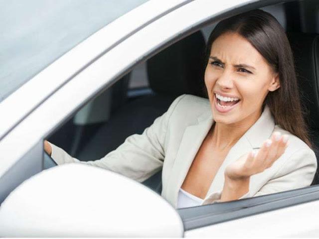 Personas de estatura baja son más agresivas al manejar