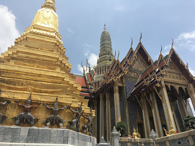 Phra Mondop with the Golden Chedi