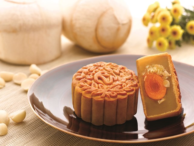 white lotus paste coconut macadamia golden jingsa mooncakes