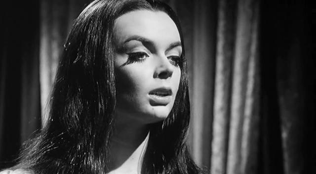 Danza Macabra / La Lunga Notte de Terrore aka Castle of Blood (1964) / Secuencia de la película con Barbara Steele
