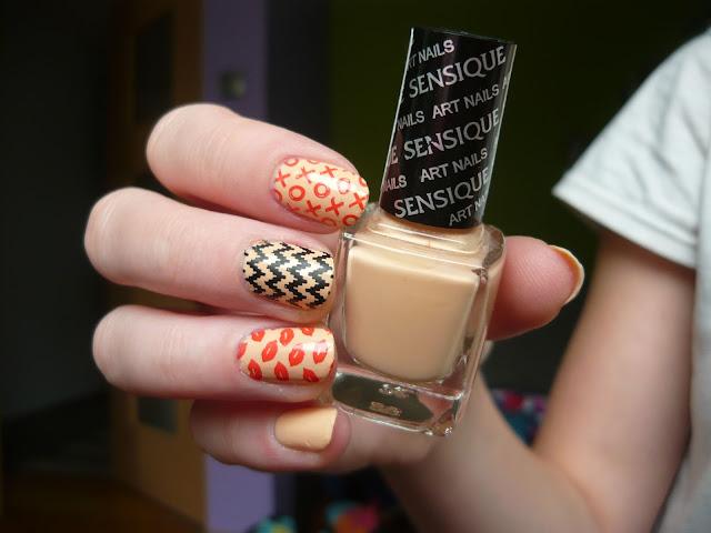 XOXO - Zdobienie (Sensique art nails 323 tamarillo)
