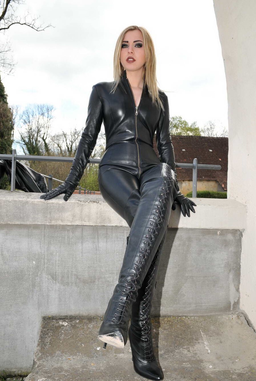 Sexy Women In Leather Porn