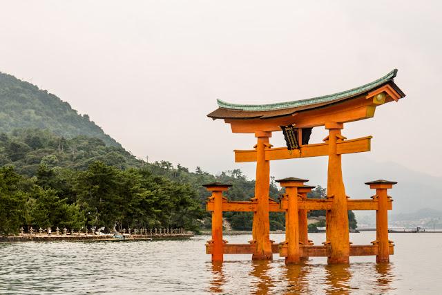 Torii flotante - santuario Itsukushima desde el mar :: Canon EOS5D MkIII | ISO100 | Canon 24-105@82mm | f/9.0 | 1/80s