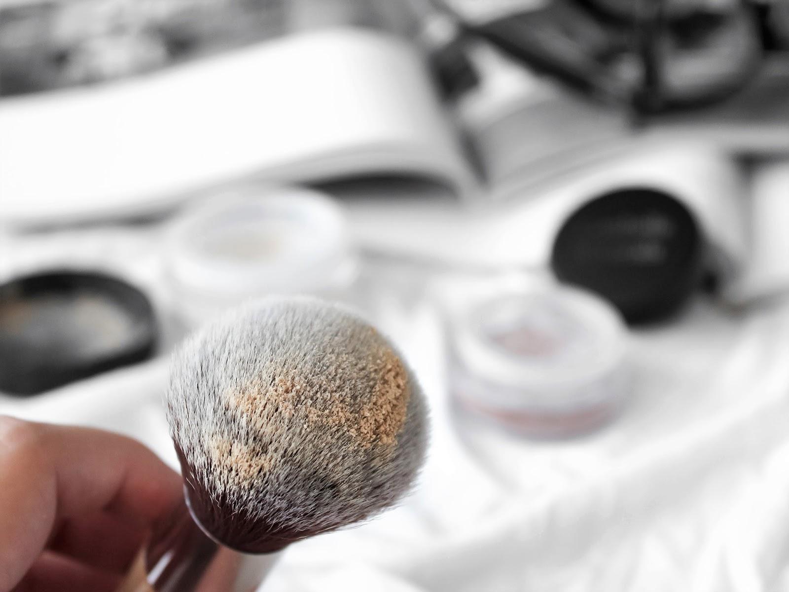 minerální makeup štětec