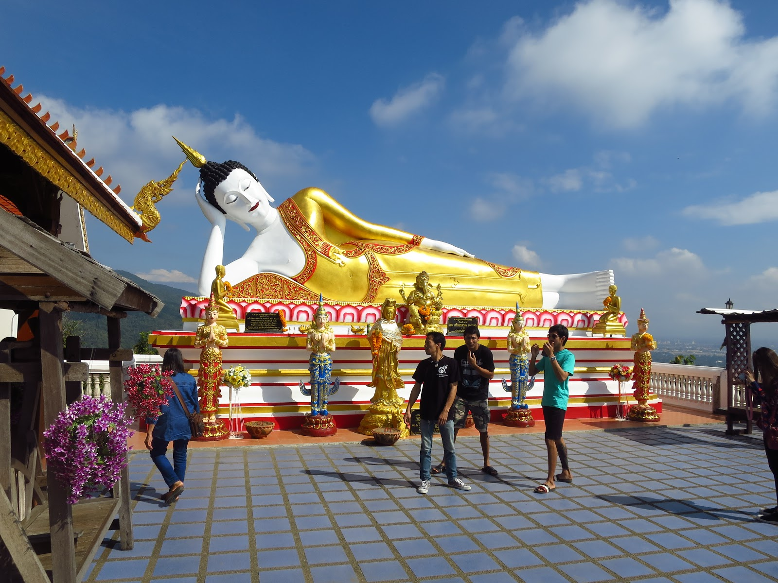 Smokin\' Chokin\' and Chowing with the King: Eating BIG in Chiang Mai