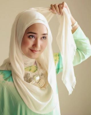 Padu padan Hijab ala dian Pelangi foto nabilah jkt48 hijab foto memakai hijab segi 4