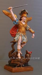 statuetta piccola san michele arcangelo personalizzato scultura fatta a mano orme magiche