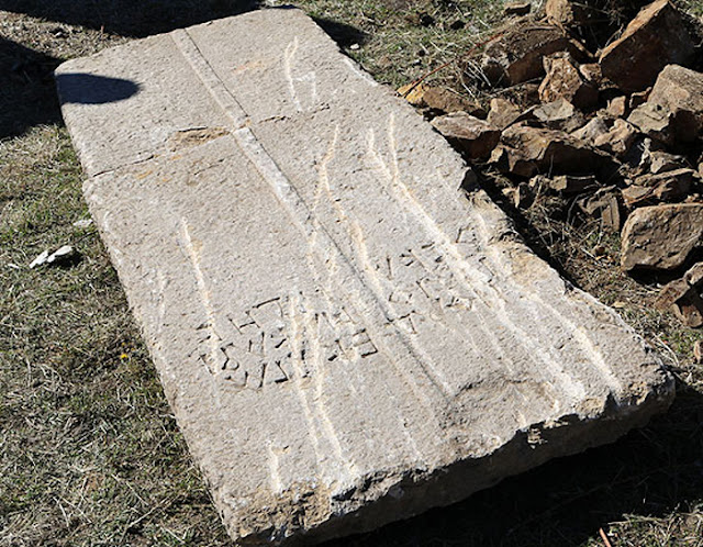 Construction workers find Byzantine sarcophagus lid in northeastern Turkey