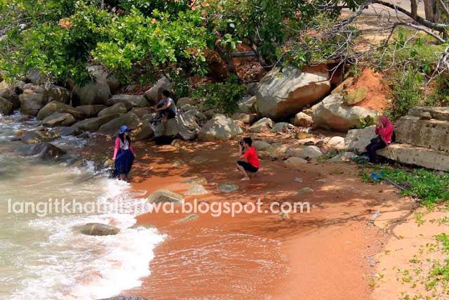 Taman Wisata Pantai berpasir dan berbatu Tanjung Bajau Singkawang