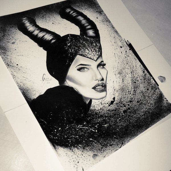 06-Maleficent-Angelina-Jolie-Gina-Iacob-Women-s-Strength-Depicted-in-Portrait-Drawings-www-designstack-co