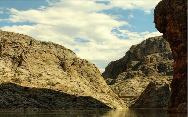 Doğa-Harikası-Karanlık-Kanyon