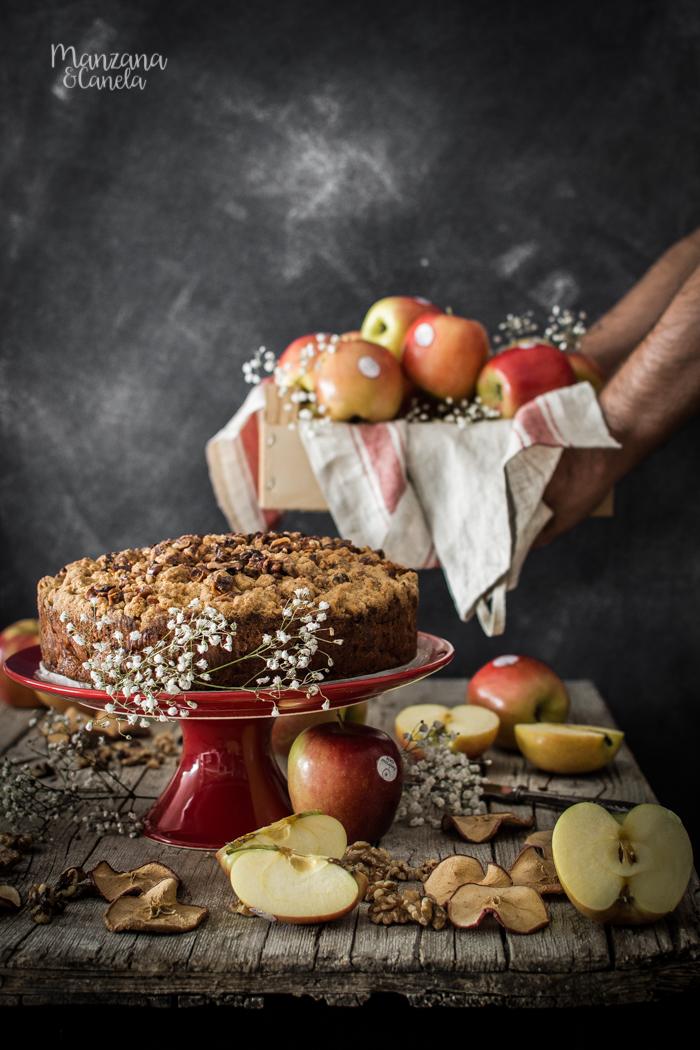 Pastel de manzana y crumble de nueces.