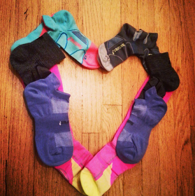 feetures!-running-socks-heart