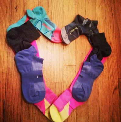 feetures!-running-socks-heart