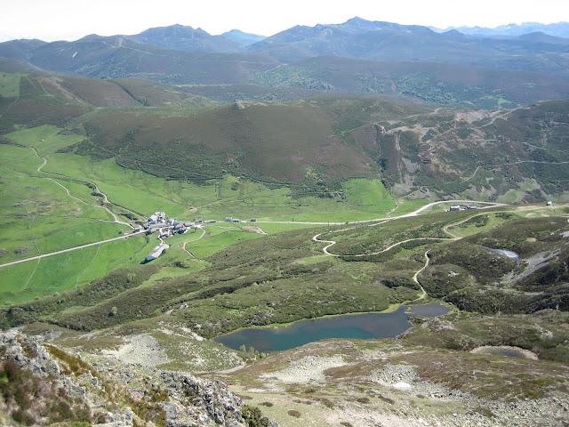 Rutas Montaña Asturias: Vista del Puerto Leitariegos desde la cima del Cueto Arbás