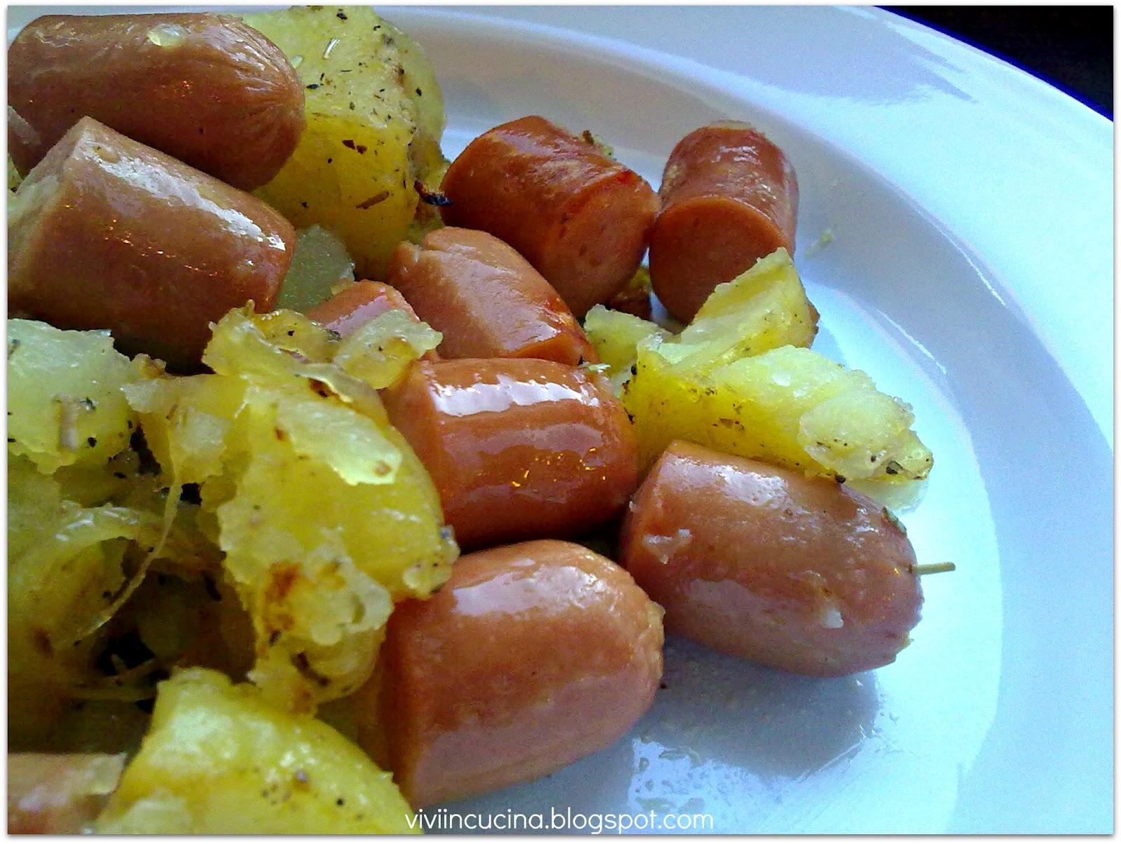 vivi in cucina wurstel e patate al forno