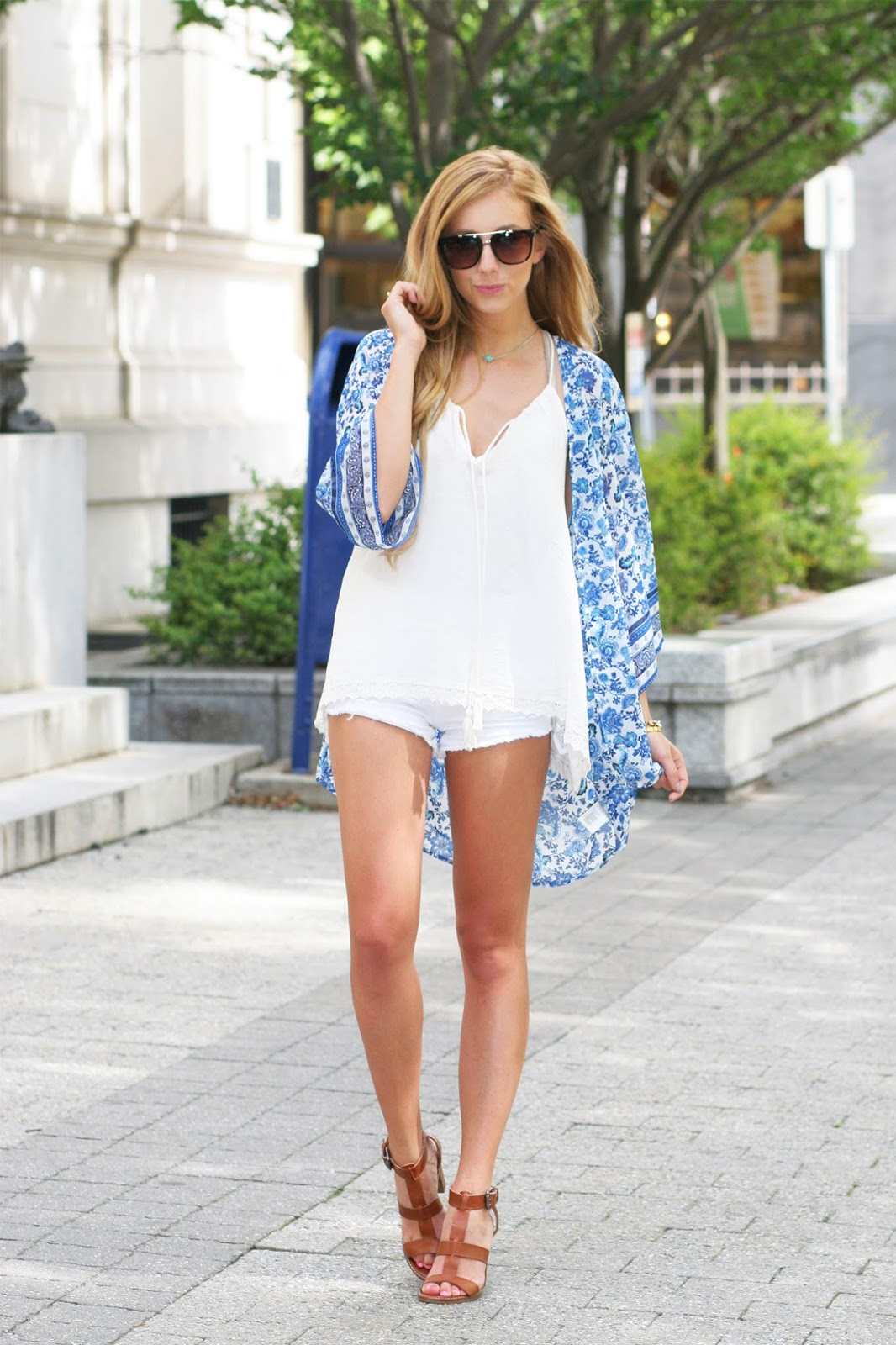 Summer-casual-street-style-floral-print-kimono-and-all-white
