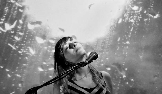 "PLAYGROUND THEORY: Ακούστε το νέο single ""Woman Outside"""