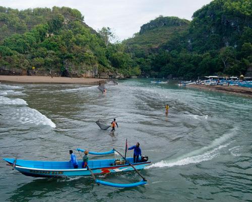 Travel.Tinuku.com Baron Beach, Gunung Kidul, Yogyakarta