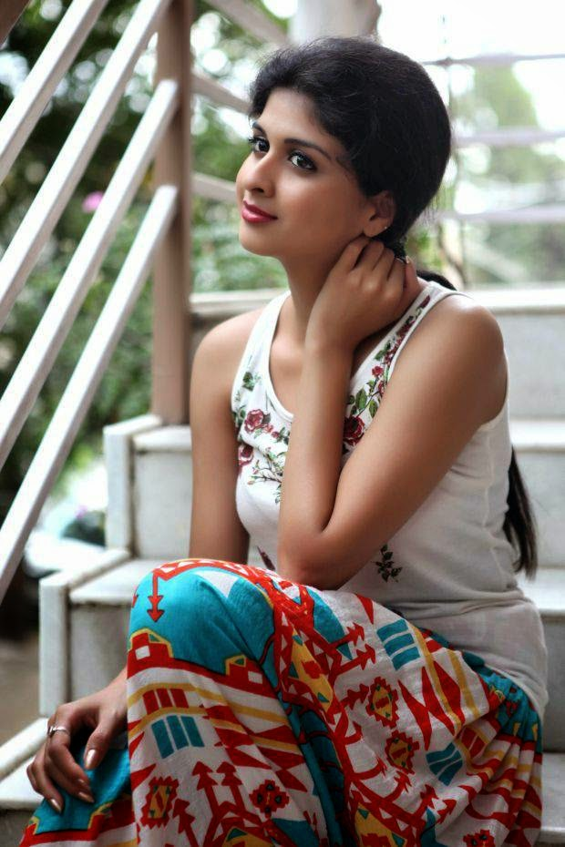 , Actress Naveena Hot Photoshoot Pics