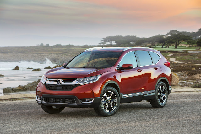 Front 3/4 view of 2017 Honda CR-V AWD Touring