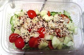 Fotografija salate sa tunjevinom i avokadom