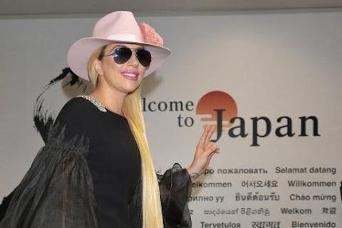 versione drammatica di perfect illusion per lady gaga alla tv giapponese