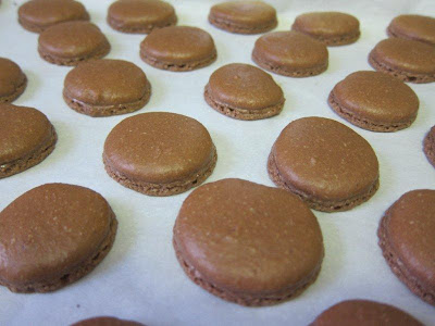 making choolate macarons