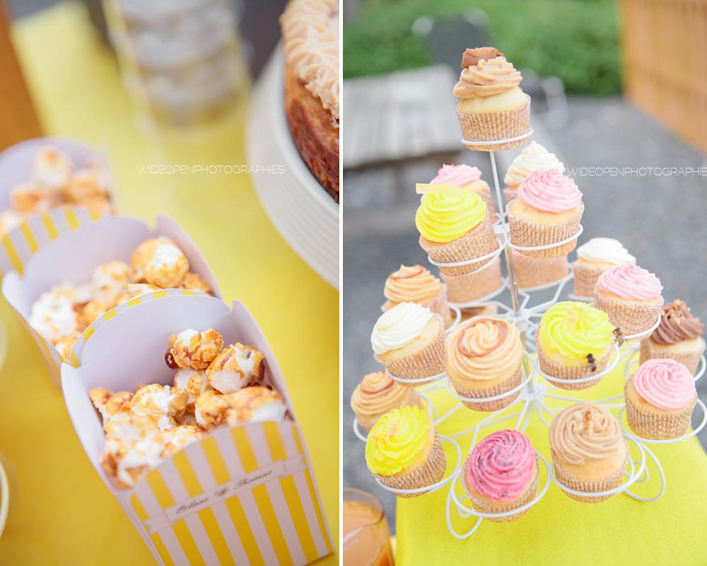 pots de pop corn à rayure jaune et cupcakes decores