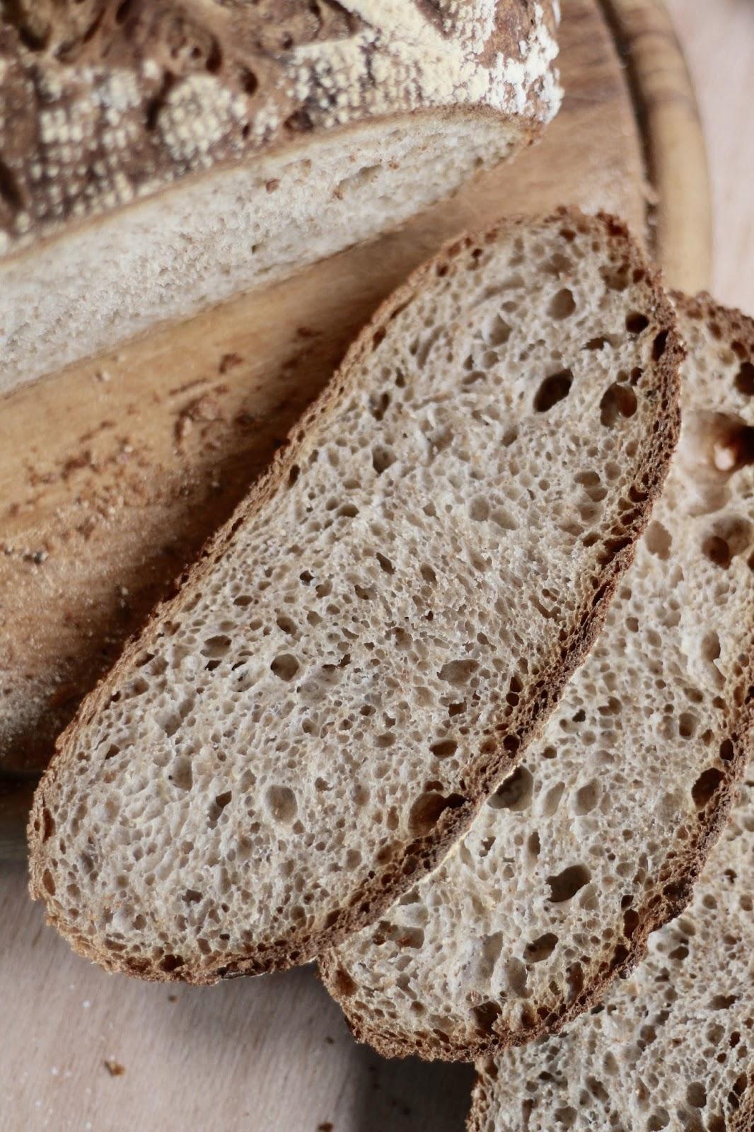 Sauerteigbrot selber backen: Weizenmischbrot mit Lievito Madre - krachende Kruste, würzig-weicher Kern