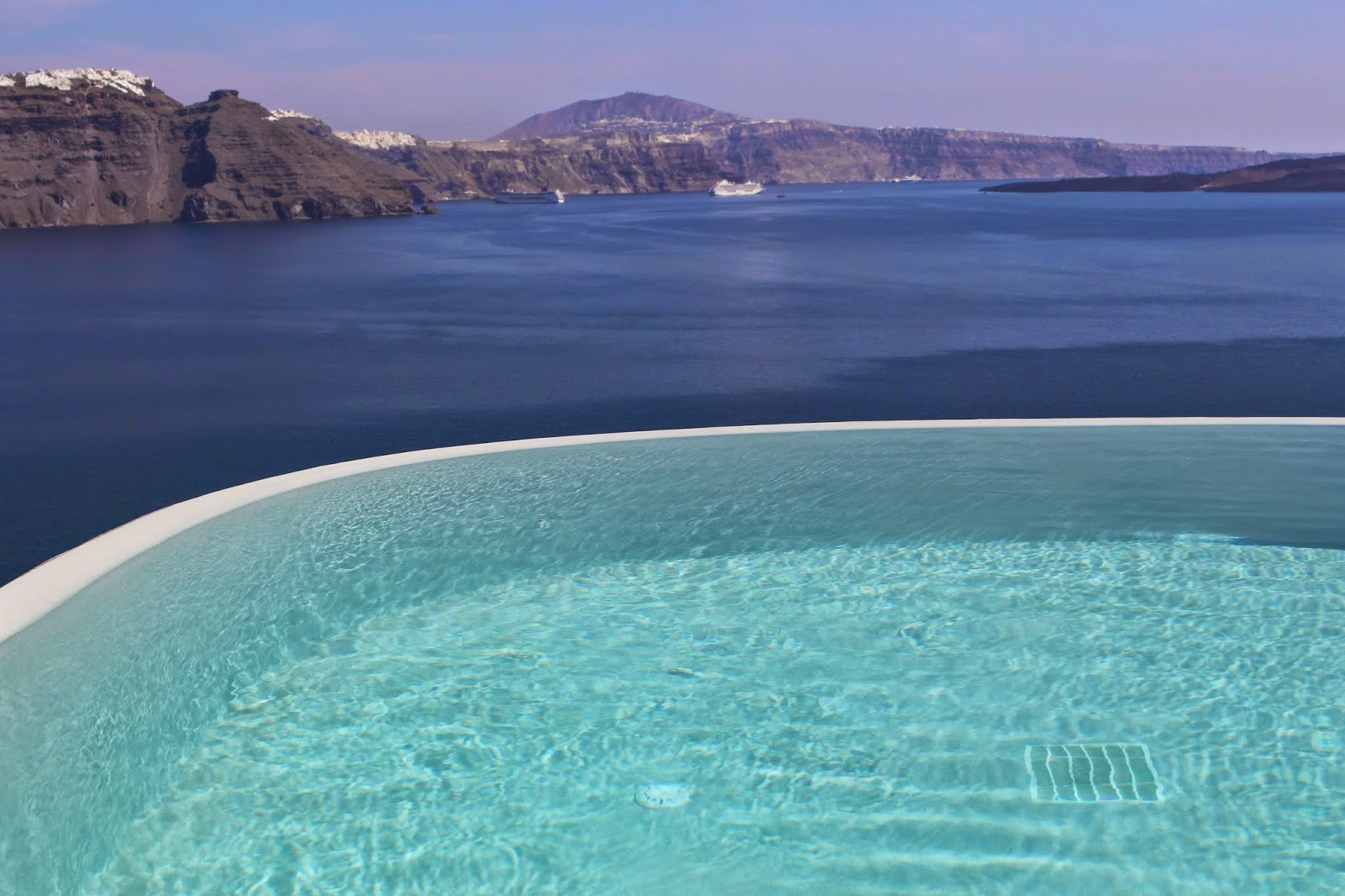 Oia and Pezoules: Where to stay on the Island of Santorini