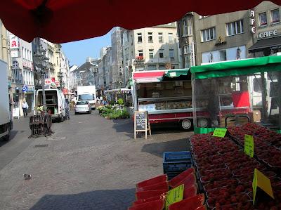 mercadillo callejero, Bonn, alemania, vuelta al mundo, round the world, La vuelta al mundo de Asun y Ricardo, mundoporlibre.com