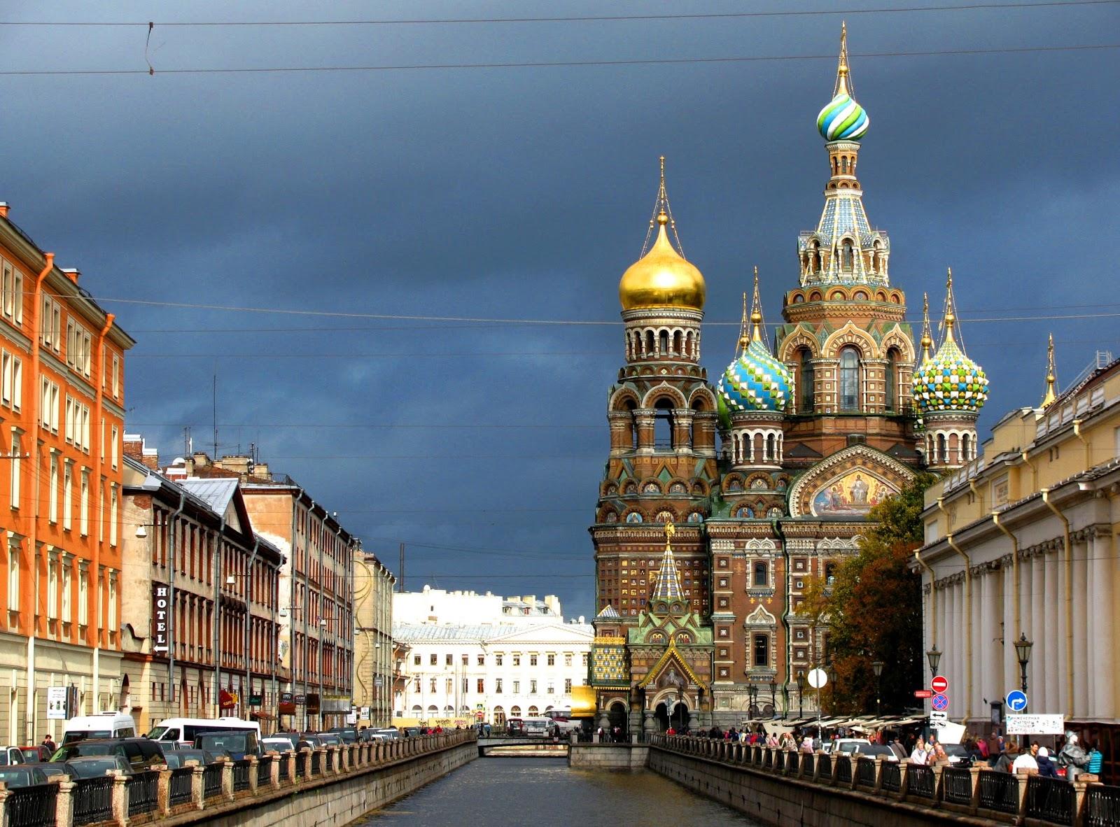 sankt petersburg złota jesień w rosji