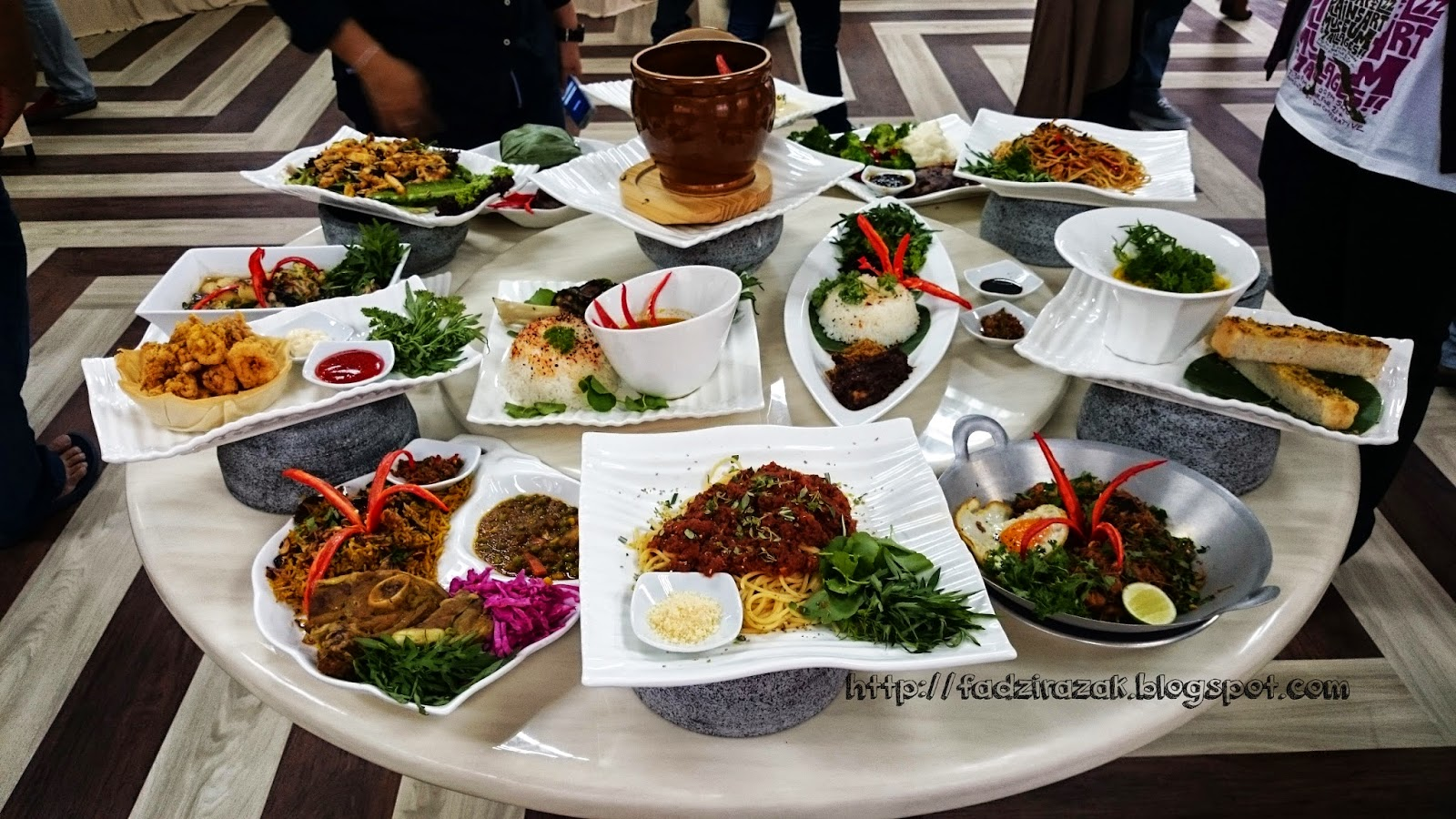 Main Dish Tanah Aina Cafe