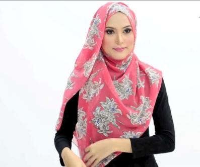 Tutorial Hijab Bergaya Bunga Romatis yang Menutup Dada