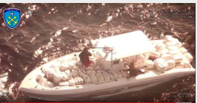 Κινηματογραφική καταδίωξη: σκάφος του Λιμενικού εντοπίζει ταχύπλοο φορτωμένο με 2 ΤΟΝΟΥΣ κάνναβη! (ΒΙΝΤΕΟ