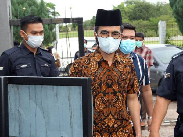 Wak Doyok mengaku tak bersalah guna lambang Sultan Johor, berdepan denda RM500k