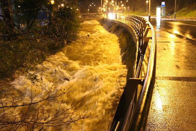 El río Castaños a su paso por Gorostiza durante una jornada de lluvias