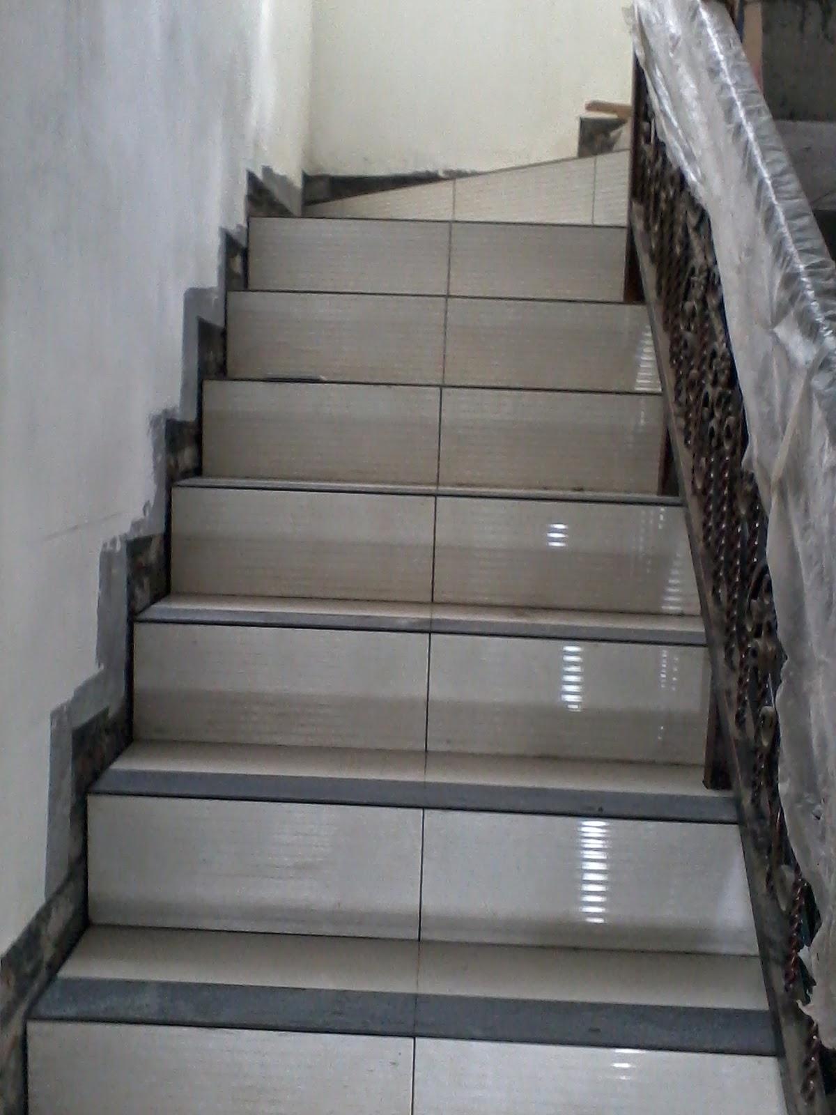 30 Keramik Tangga Agar Tidak Licin Motif Terbaru Contoh keramik untuk tangga