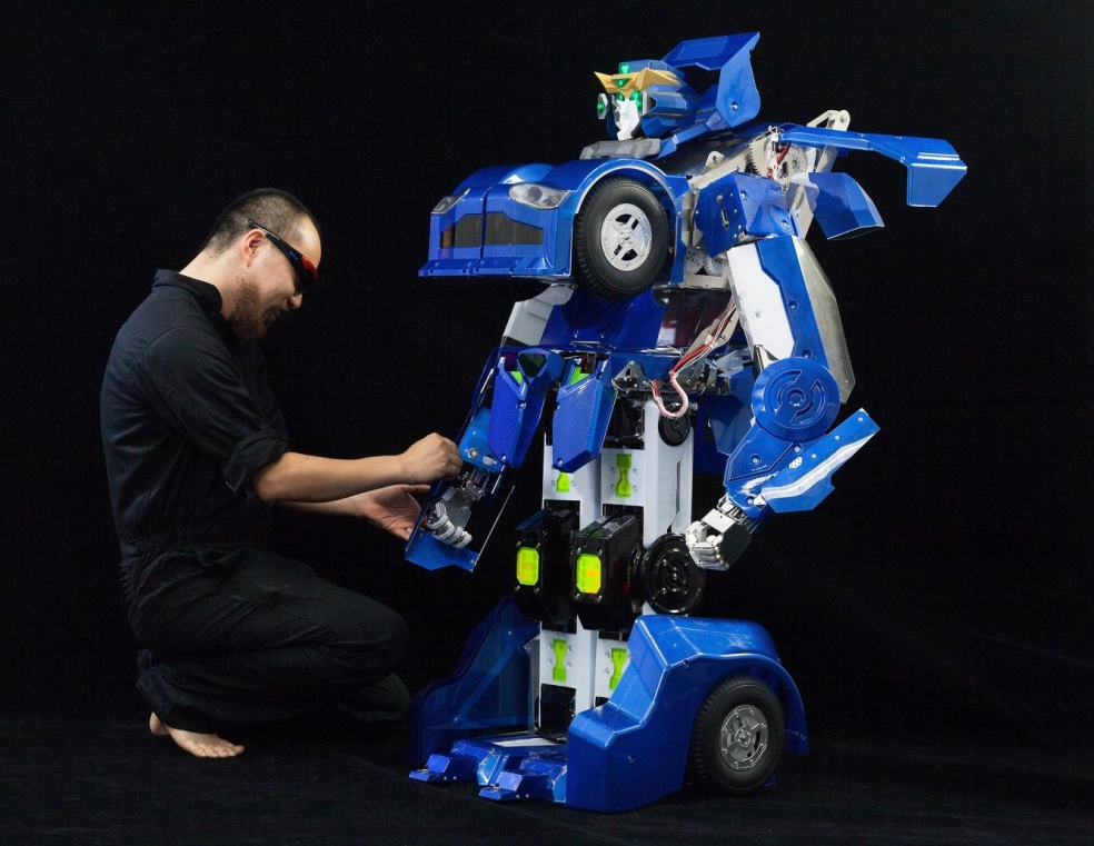 Japanese robot turns along the lines of Transformers movies