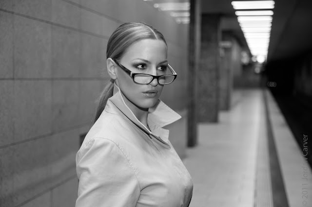 jordan-carver-underground-photo-shoot-wearing-goggles