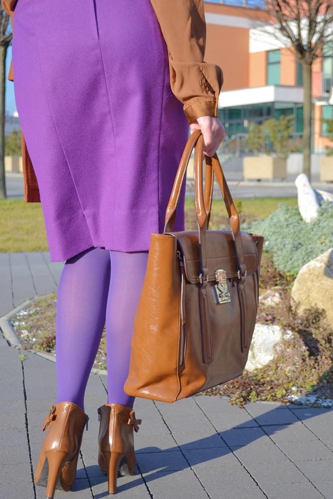 Business look in my life_Katharine-fashion is beautiful_Fialová sukňa_Fialové pančuchy_Business look_Katarína Jakubčová_Fashion blogger