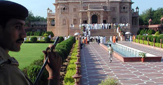 Delhi Sightseeing Tour | Famous Tourist Destinations in Delhi | Rent Tempo Traveller for Local Sightseeing in Delhi