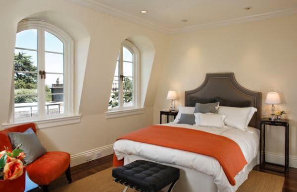 cuarto en naranja y marrón