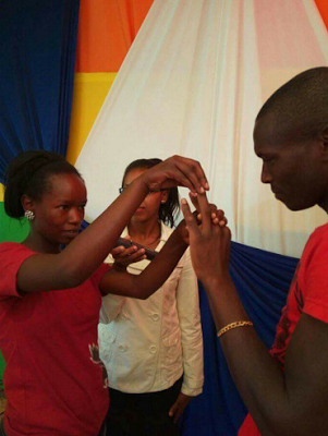 Photos: Young Kenyan couple tie the knot in super simple ceremony dressed in T-shirts