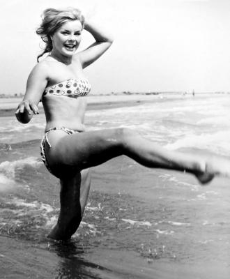 https://pics.wikifeet.com/Elke-Sommer-Feet-2901757.jpg