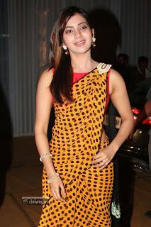 Samantha-New-Stills-in-Yellow-Saree